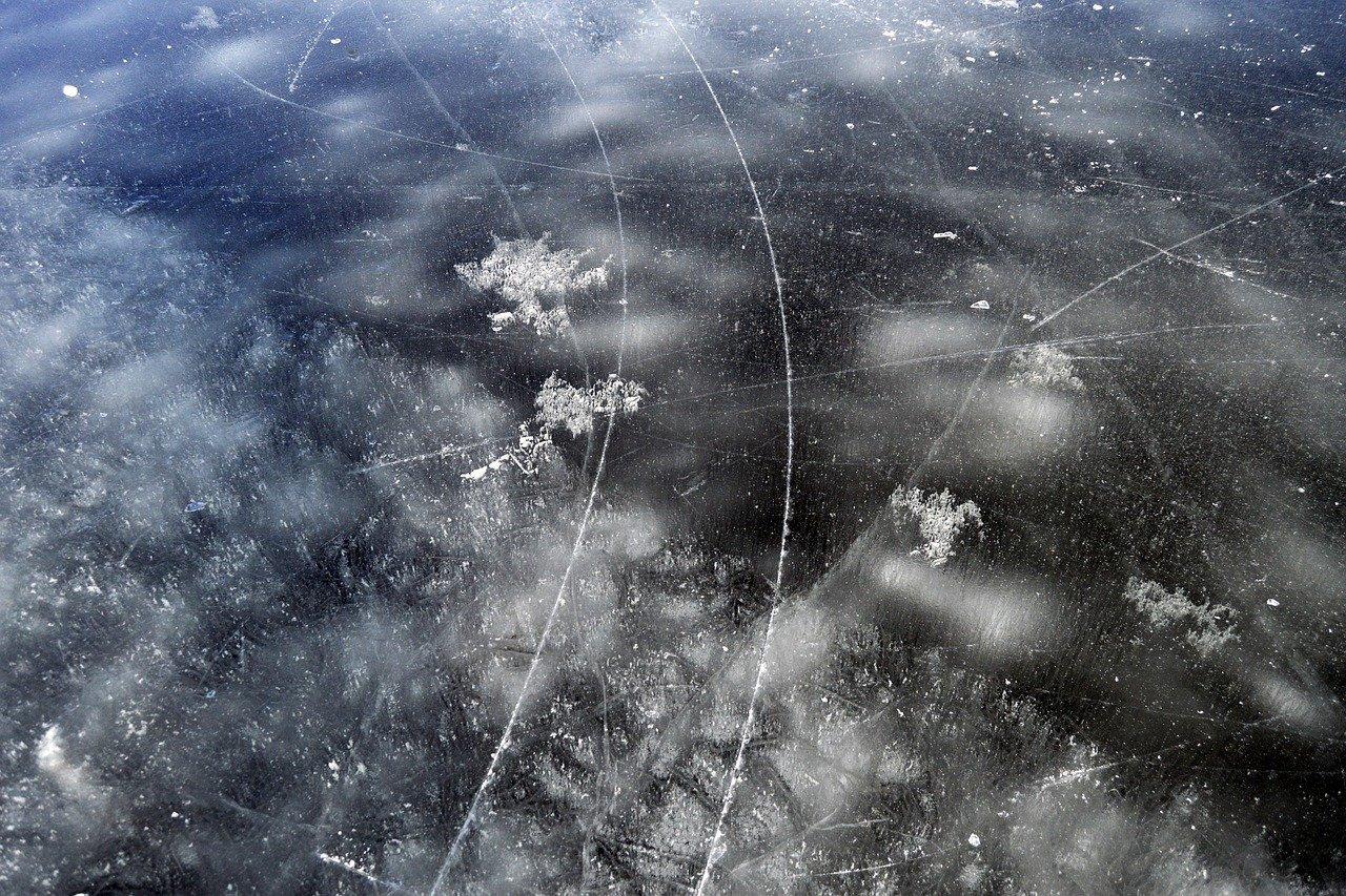 How salt melts ice